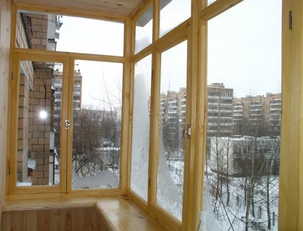 Остекление балкона и лоджии деревянным профилем недорого.