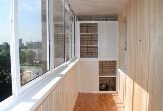 Обшивка балкона и лоджии пластиковой вагонкой.
